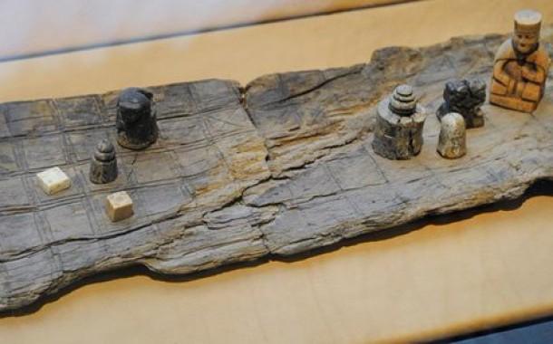 العثور على لعبة كاملة القطع في ساحة معركة حدثت قبل ألف عام