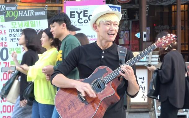 عازف الجيتار