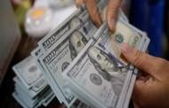 الدولار ينخفض لأدنى مستوى له في عامين