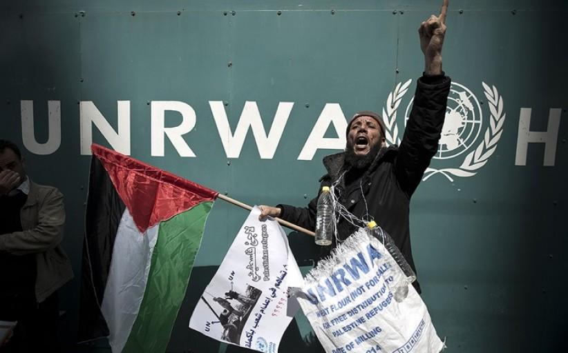 مئات اللاجئين الفلسطينيين يعتصمون في غزة للمطالبة بزيادة الدعم المالي لأونروا