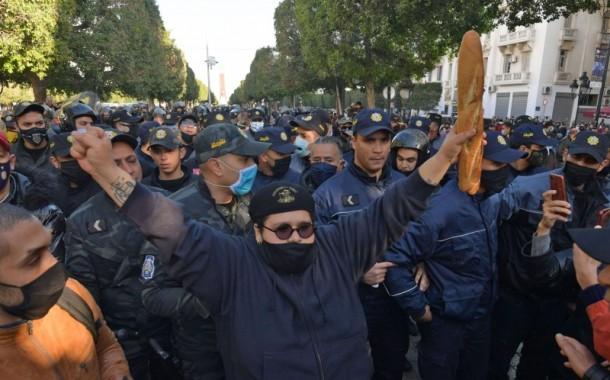 وزير الدفاع التونسي يُحذر من امكانية استغلال عناصر ارهابية للاحتجاجات في البلاد