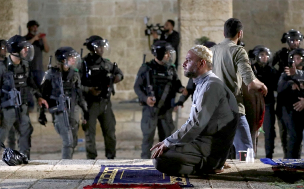 إصابة 9 فلسطينيين خلال صدامات مع الشرطة الإسرائيلية في المسجد الأقصى