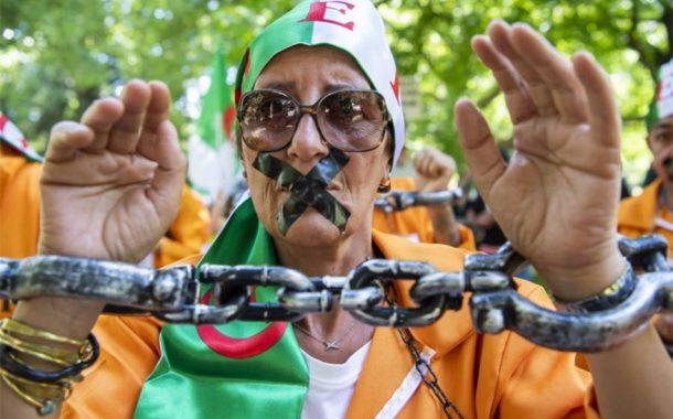 المحتجون يشتبكون مع الشرطة في جنوب الجزائر
